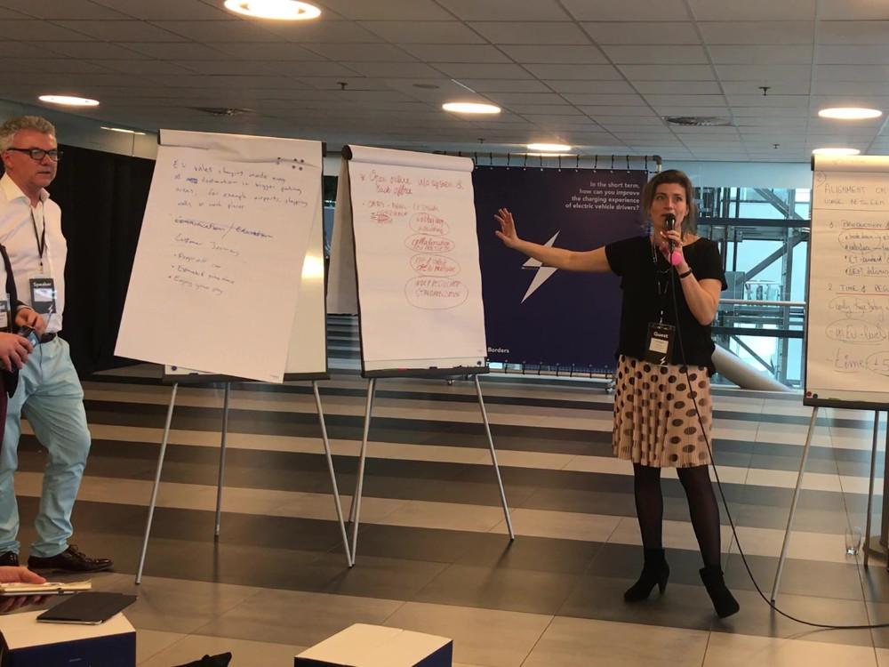 rEVolution 2018 brainstorm begeleider Lisa Peters naast Rodger Atkins
