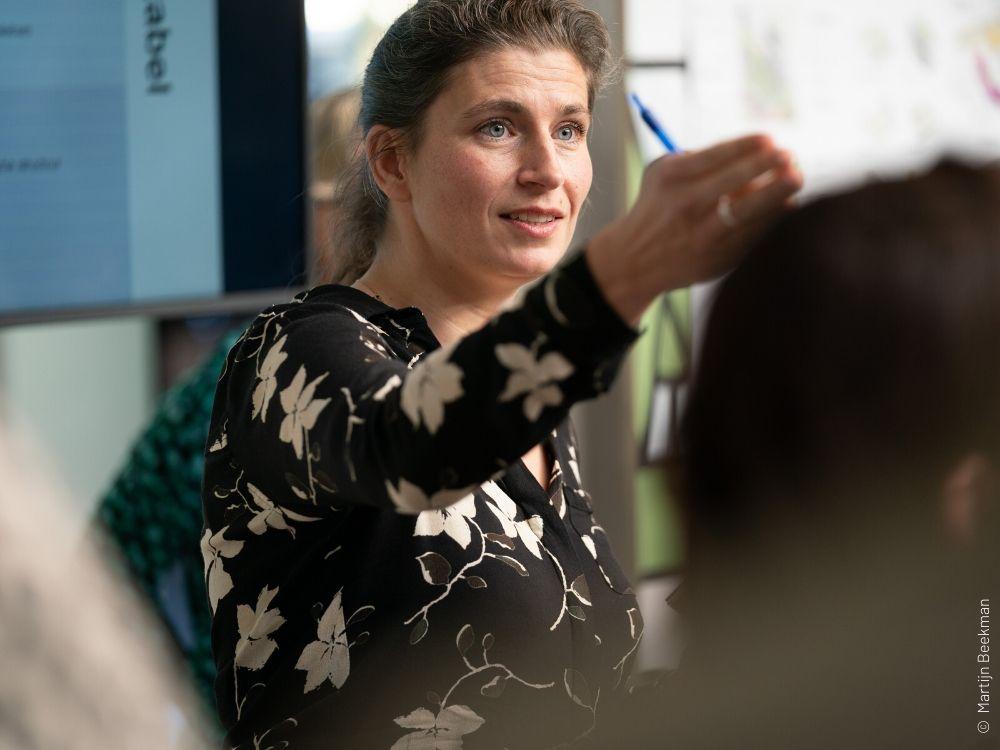 dagvoorzitter Lisa Peters Congres Duurzaam Bouwen Gemeente Den Haag