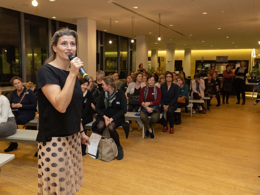 Lisa Peters dagvoorzitter conferentie Kansrijke Start Gemeente Utrecht