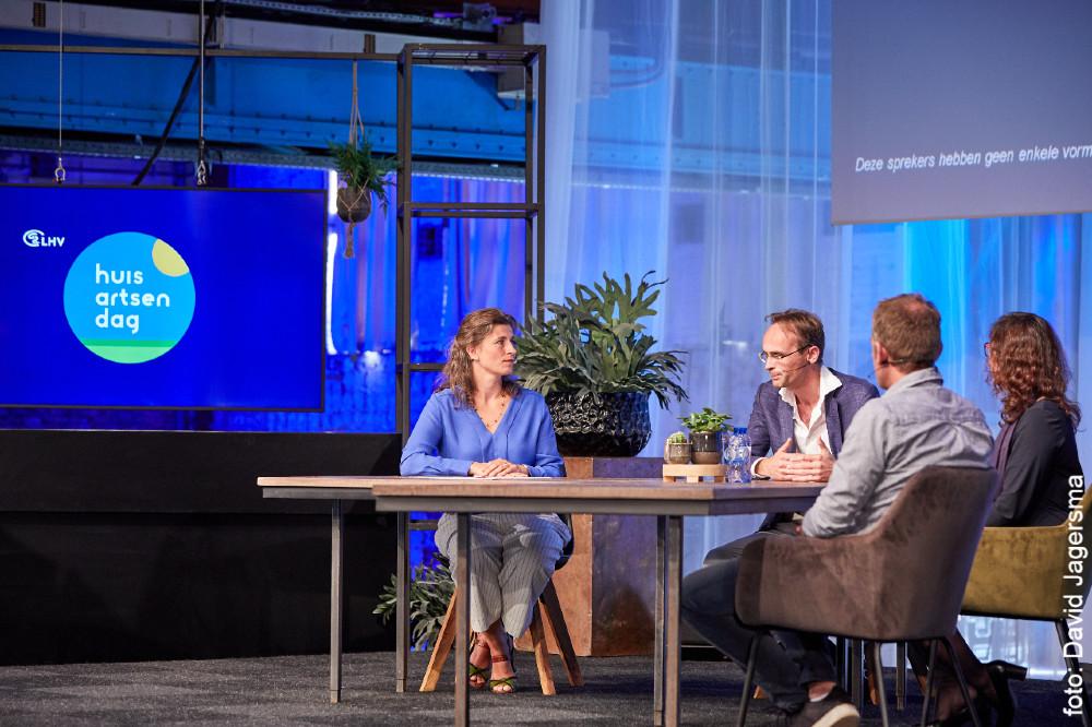 dagvoorzitter Lisa Peters host online talkshow op Huisartsendag 2020 van de LHV
